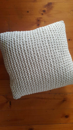 cream-knit-cushion